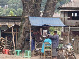 peluquero tren myanmar